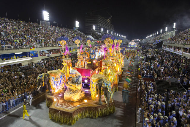 Карнавал в Рио в самом разгаре