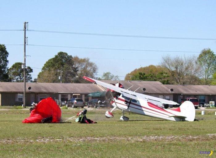 Странное столкновение самолета и парашютиста