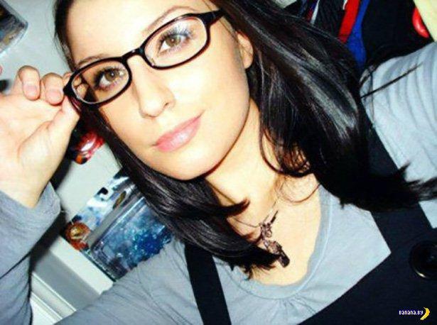 Красивые девушки в очках - 3