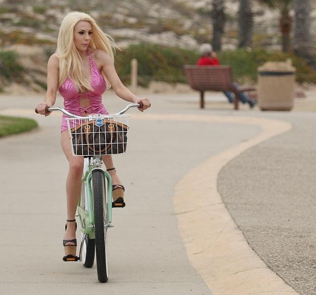 Кортни Стодден навернулась с велосипеда