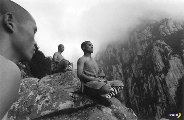 Монахи из монастыря Шао-Линь