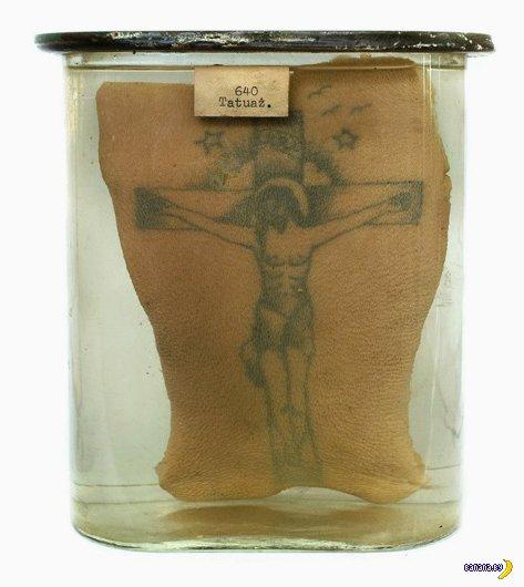 Коллекция тюремных татуировок в банках