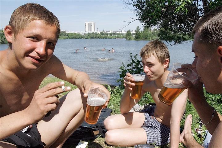 Лукашенко: алкоголь - высокодоходная отрасль