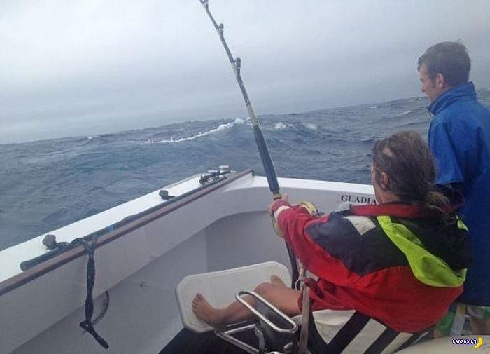 Женщина утерла нос рыбакам