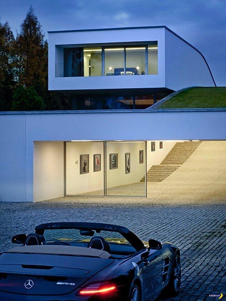 Дом и гараж с тоннелем