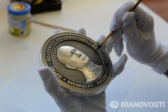 Килограммовые монетки и Путин на них