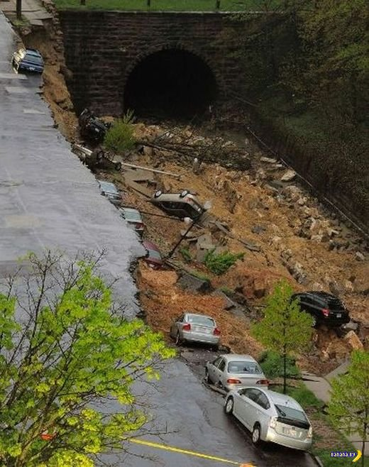 Как в Балтиморе дорога провалилась