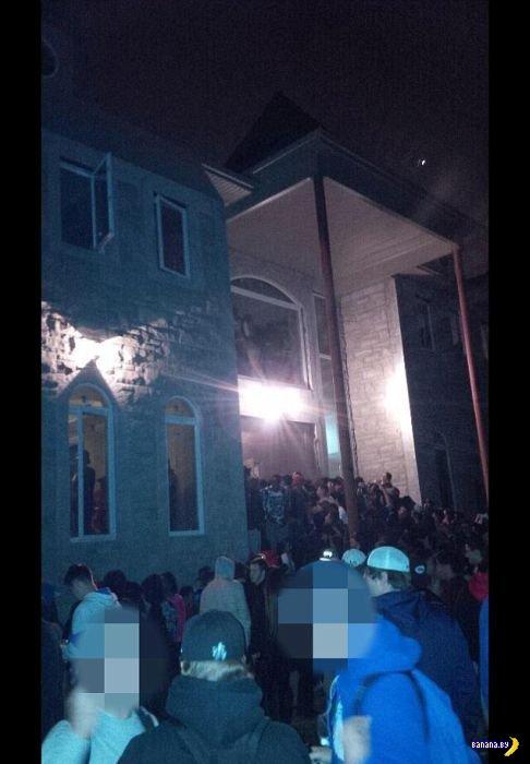 Подлые полицейские сорвали вечеринку на 2000 человек