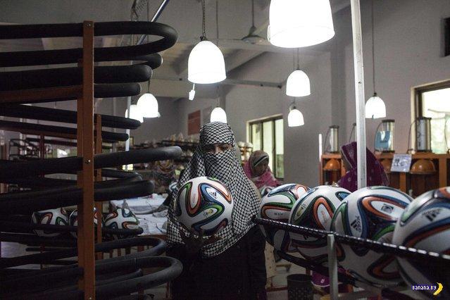 Производство мячей к Чемпионату Мира по футболу 2014