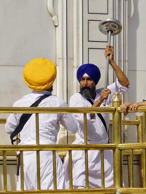 Массовая драка с саблями прошла в Индии