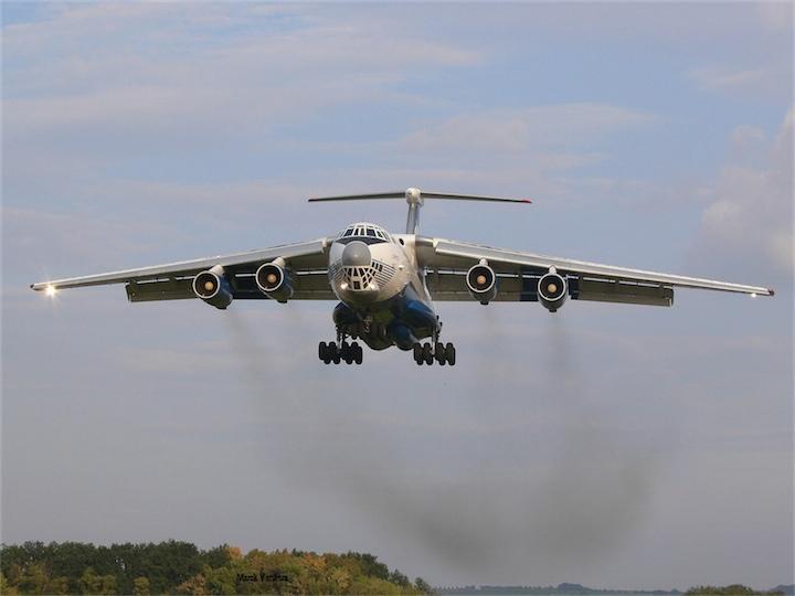 В Луганске сбили Ил-76 с десантниками