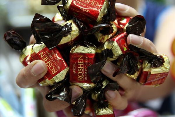Беларусь прощается с украинскими конфетами