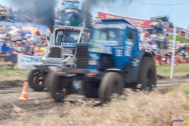 Гонки на тракторах!