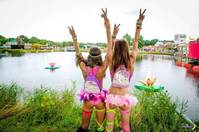 Девушки с фестиваля Tomorrowland 2014
