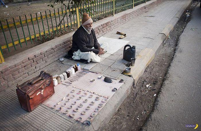 Очередной уличный дантист из Индии