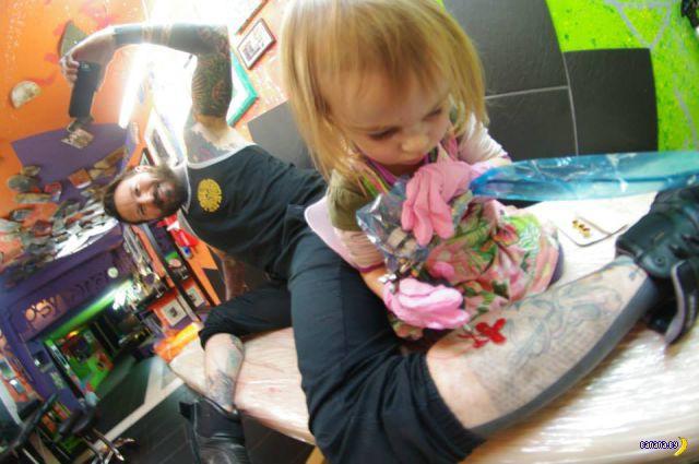 Самый молодой мастер тату в мире