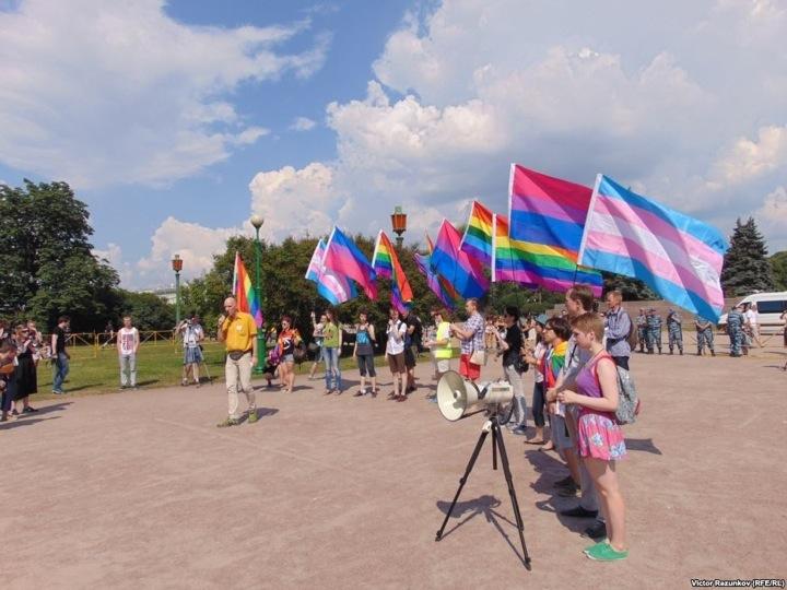 Гей-парадик прошел в Петербурге