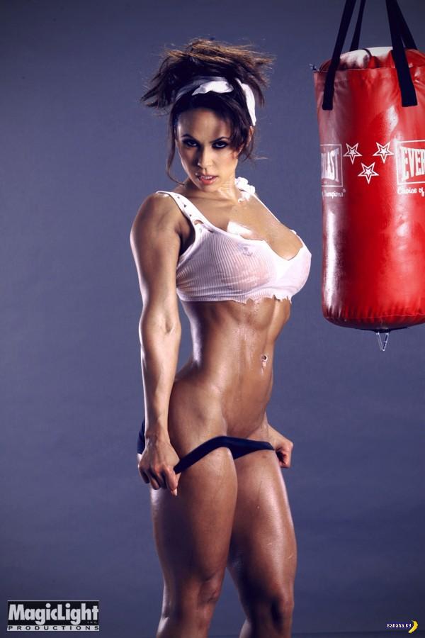 Дина и мышцы