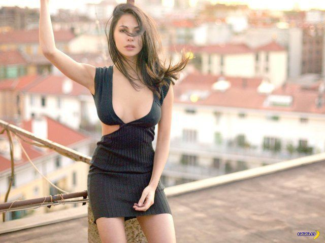 Красивые девушки в обтягивающих платьях - 10