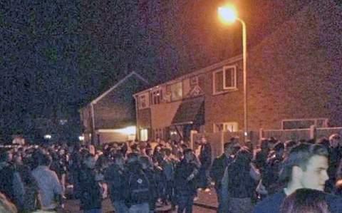 300 подростков устроили развратную вечеринку по-американски