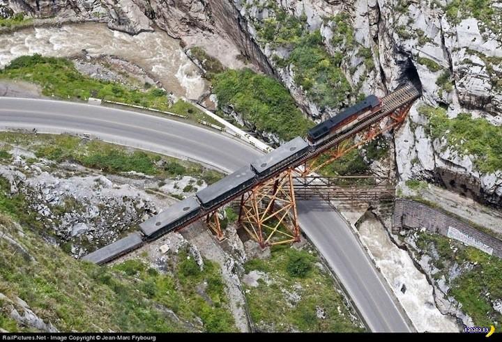 """Знаменитый мост """"Маленький ад"""" в Перу"""