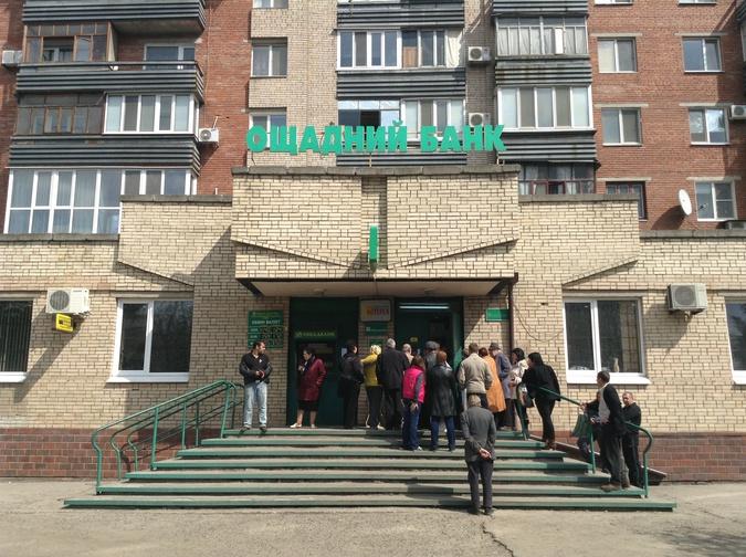 Украина: люди бросились скупать валюту