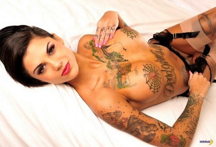 Татуировках порнозвезда в