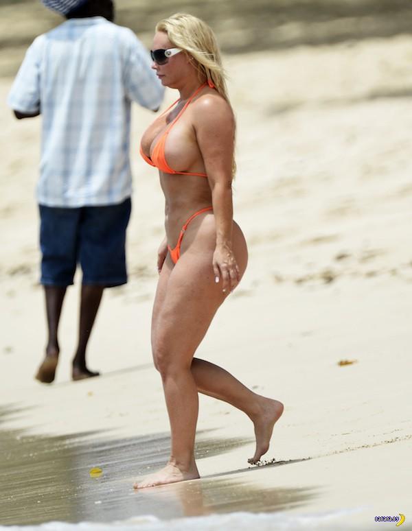 Коко Остин выбралась на пляж