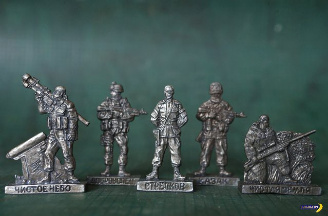 Игрушечная армия Новороссии