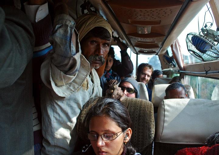Как в Индии наказывают зайцев в транспорте?