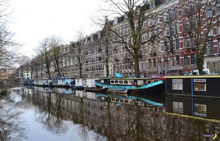 Дом-лодка в Амстердаме
