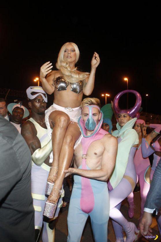 Леди Гага в образе русалочки