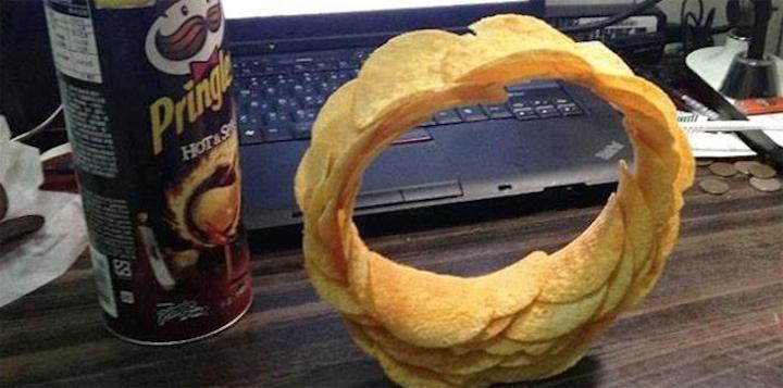 Портал в другие миры из Pringles