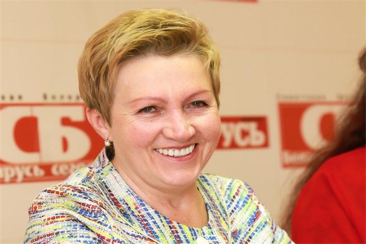 Беларусь успешно раздает долги и берет новые