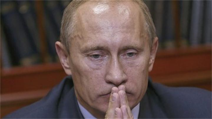 Рейтинг популярности Путина в России пошел вниз