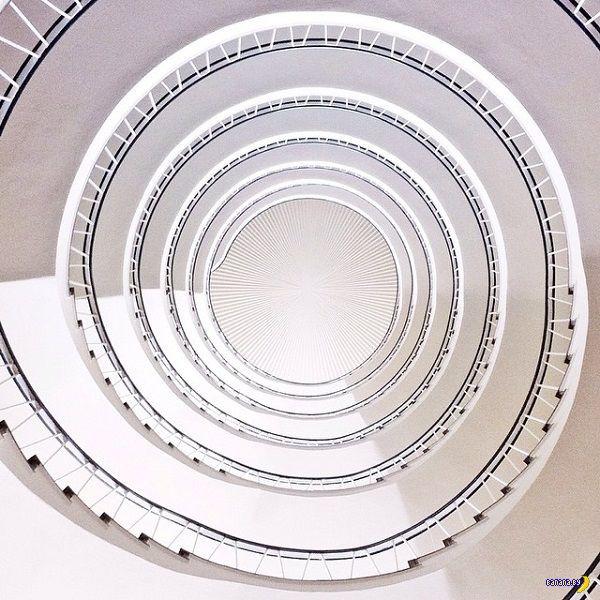 Интересное увлечение спиральными лестницами