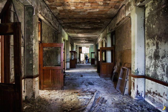 Заброшенная школа в США