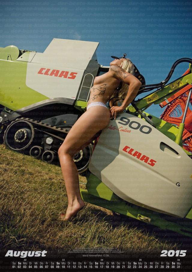 Календари 2015: Голые селянки с тракторами