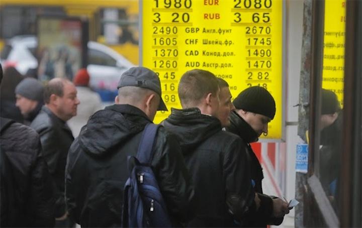 Нацбанк Украины сражается за гривну