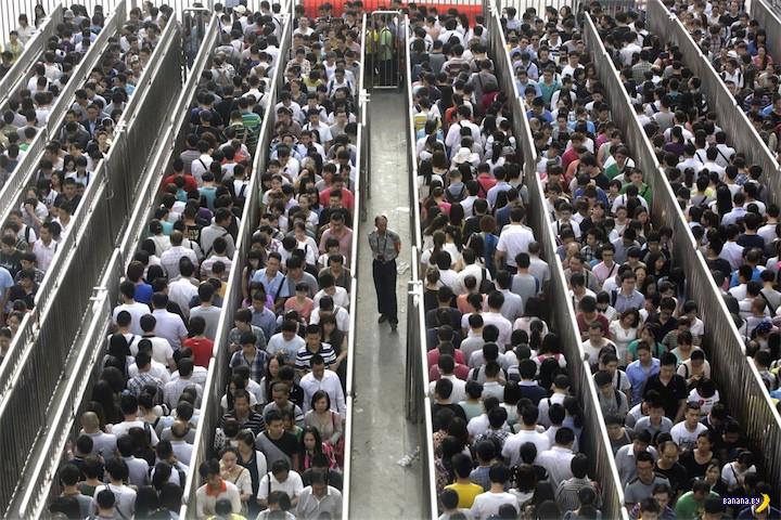 Одно фото – очередь в Китае