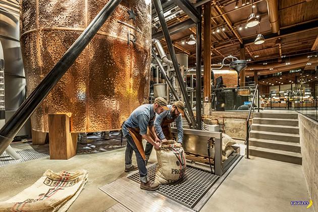 Самая большая кофейня Starbucks в мире