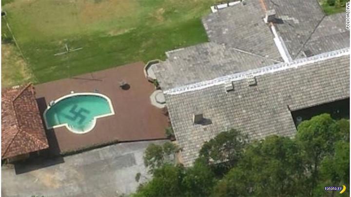 Свастика в бассейне