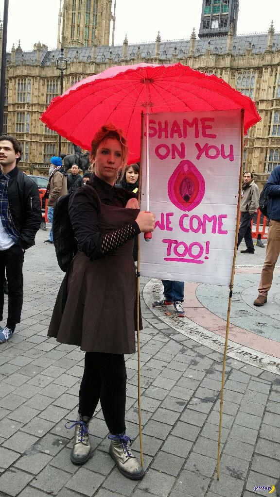 Британцы протестуют сидя на лицах друг у друга