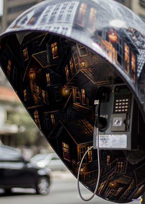 100 телефонных будок
