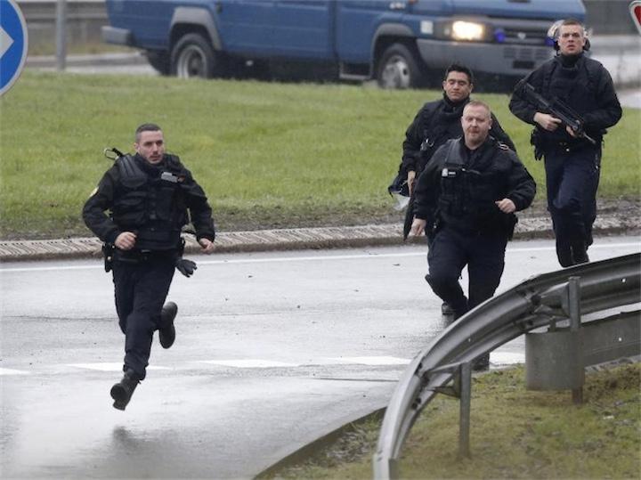 Во Франции пытаются уничтожить террористов