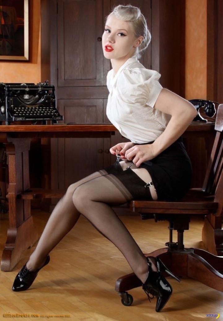 Зрелые женщины в офисе порно