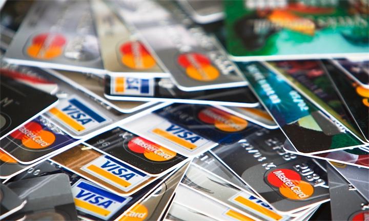 Опрос про количество банковских карточек