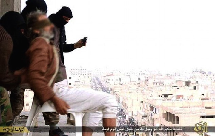 ИГИЛ продолжает сражаться с гомосексуалистами