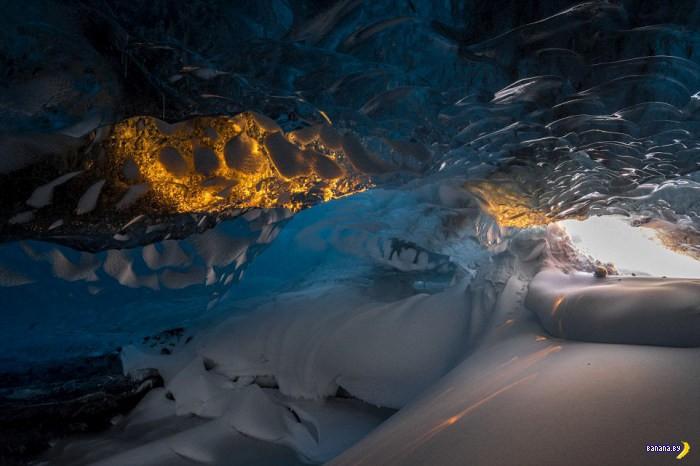 Сказочная ледяная пещера