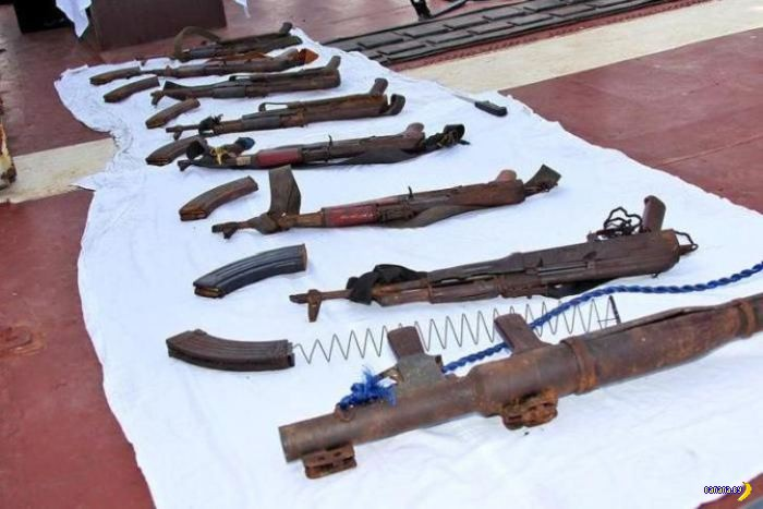 http://banana.by/uploads/posts/2015-02/1424678087_weapons_somali_pirates_07.jpg